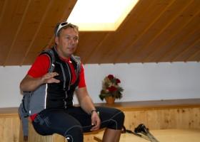 Fritz Strobl im Vorbereitungsraum der ÖSV Rennläufer