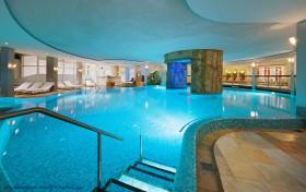 Hallenbad im Falkensteiner Hotel & Spa Royal in Seefeld