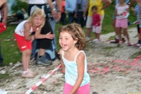 Kinder laufen beim Katrinberglauf
