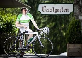 Hotelier Max Obermayr mit seinem Rennrad