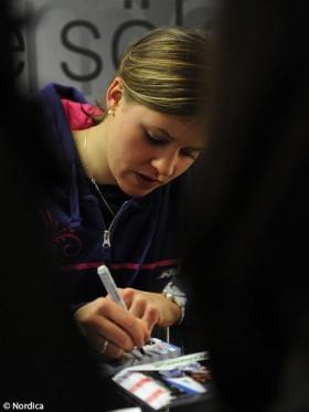Zeit für die Fans muss bei Viktoria Rebensburg immer sein.