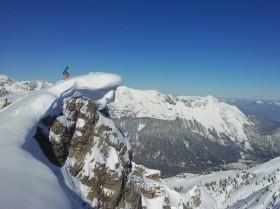 Fels Rosshuette Schnee