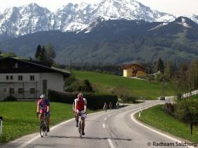 Radfahrer fahren auf Straße