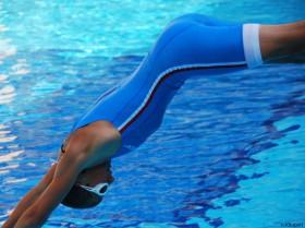 Tri-Einteiler Sprung Wasser