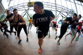Triathlon Training am TRX Gerüst