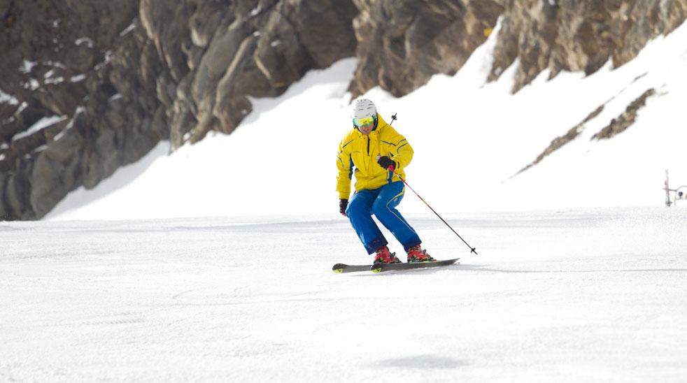 Skifahren Österreichs skischulen lehren einen neuen stil