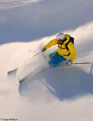 In Serfaus teilen sich 30 Skifahrer die Piste in den Morgenstunden.