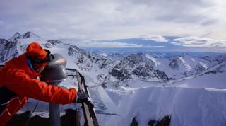 """Am Stubaier Gletscher finden alle """"Sorten"""" von Skifahrern ihren Spaß."""