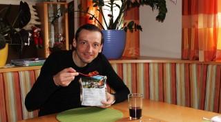 Reini testet den richtigen Essens-Mix für den Marathon des Sables.