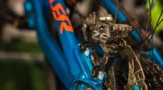 Downhill Bremsen haben größere Bremsbacken als herkömmliche Cross Country Bikes.