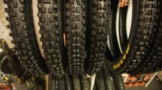 Die Downhill Reifen unterscheiden sich in Textur und Material.