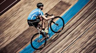 Radfahrer auf der Rennradbahn