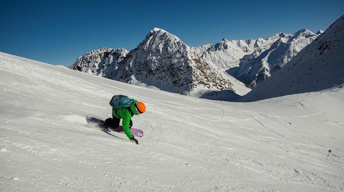 Skifahren am Gletscher Soelden