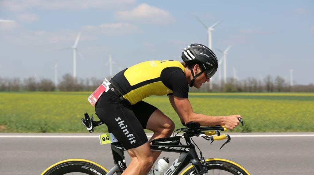 Markus Hinterberger am Rennrad beim Triathlon