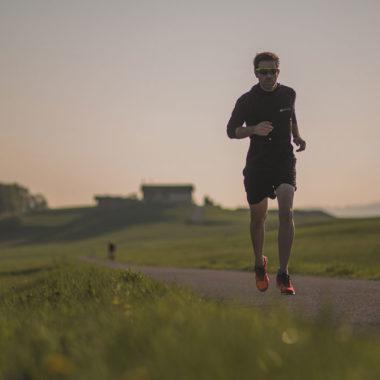 Emanuel-beim-Laufschuhtest
