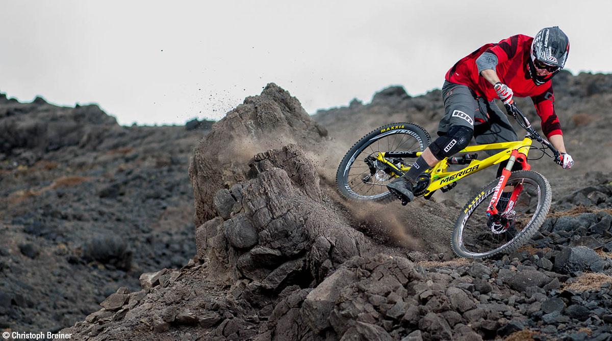 Extrem Mountainbiker Schotterpiste