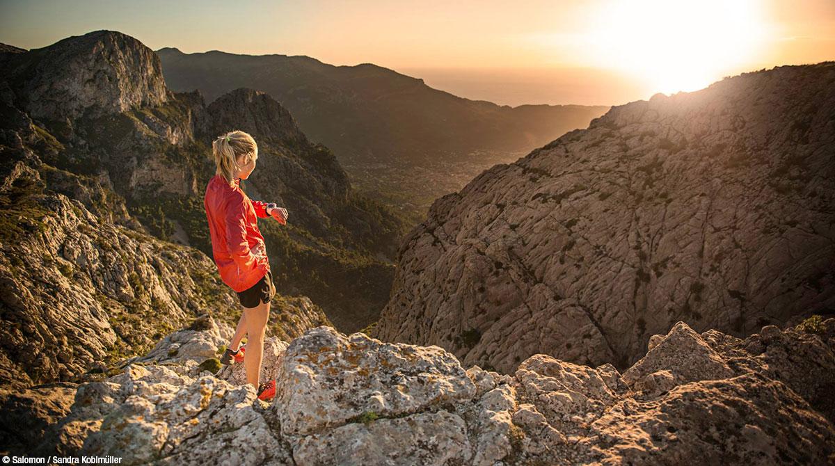 Sandra Koblmueller vor Berglandschaft