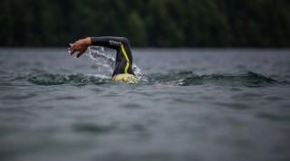 Neoprenanzug im Wasser