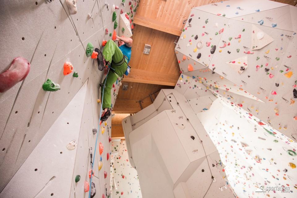 Klettern in der Halle felsenfest