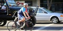Rennradfahrer-im-Strassenverkehr