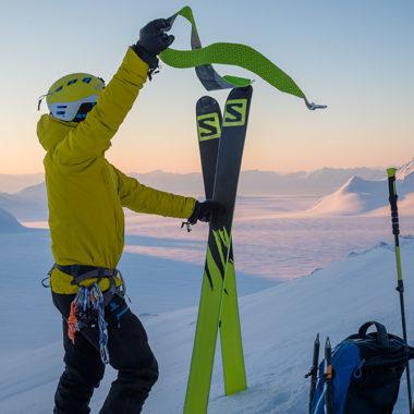 Skitourengeher am Peak angekommen