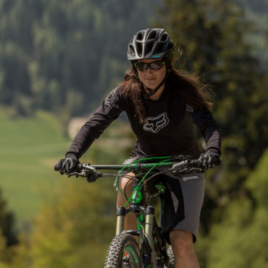Jasmin-am-Mountainbike