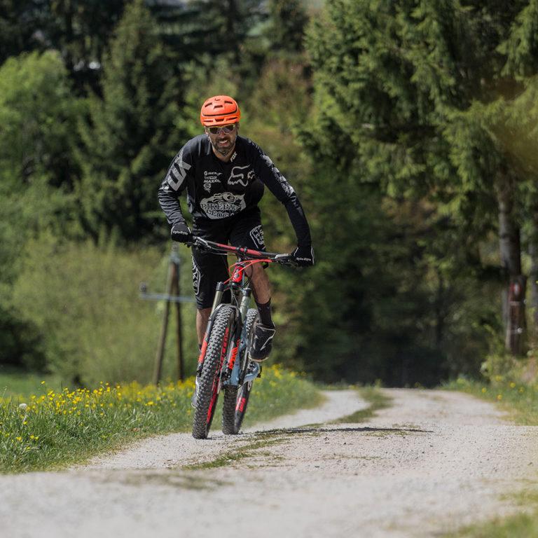 bergauffahren-mountainbike-saalfelden-leogang