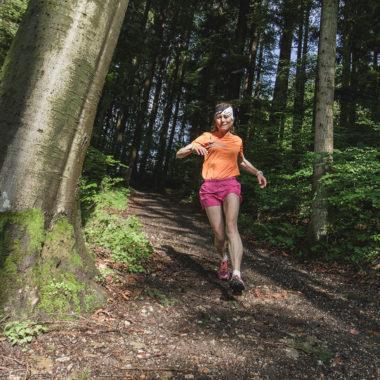 Frau-beim-Trailrunning