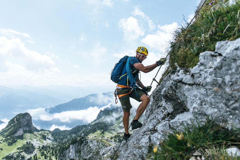 Welcher Klettergurt Für Klettersteig : 4 tipps zur klettersteigtechnik: griffe equipment & mehr
