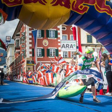 Dolomann_Red-Bull-Content-Pool-Schmid-als-Erster-durchs-Ziel