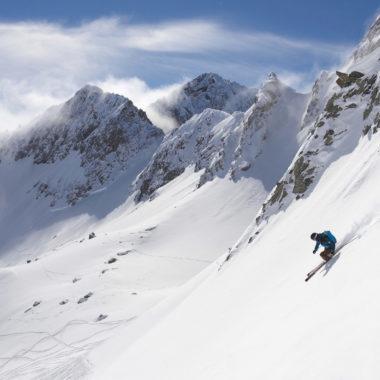 einsamer Skifahrer Arlberg Lech