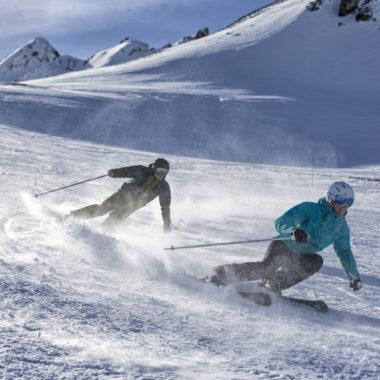 Skifahrer-mit-Salomon-Equipment