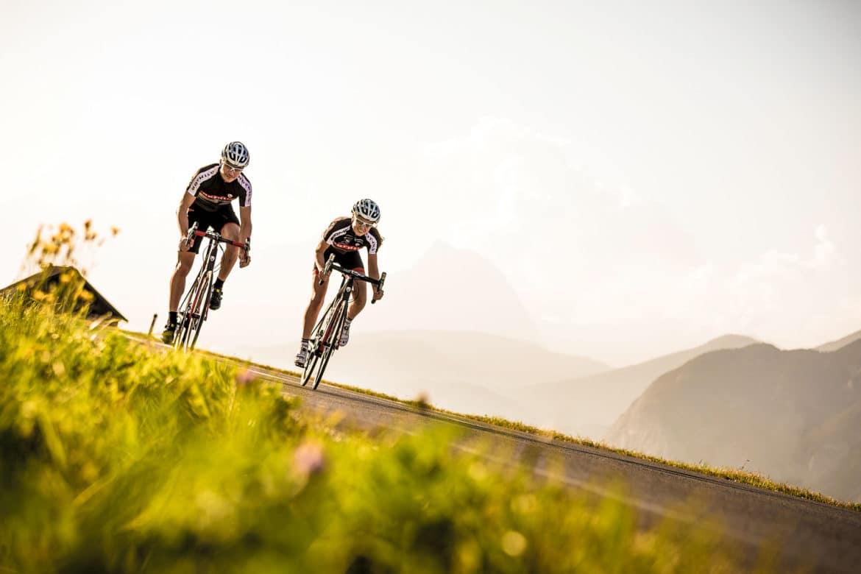 rennradfahrer-in-innsbruck-urlaub